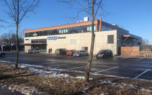 Narva-Jõesuu äri - ja büroohoone